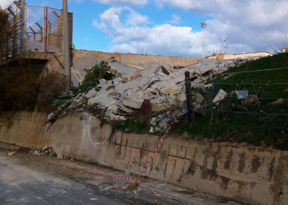 Il crollo del muro dello stadio costa caro, 5 mila euro al proprietario del terreno adiacente